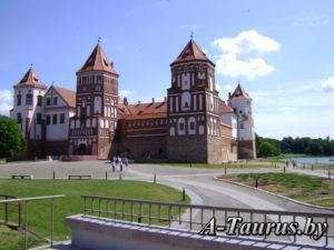 Главный вид мирского замка