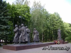 Полная композиция монумента в честь Куприяновой