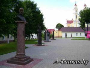 Памятники знаменитым уроженцам города Глубокое