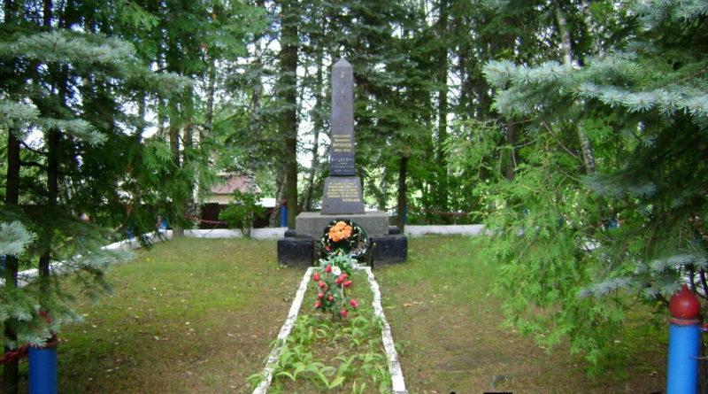 Могила Мрочека и Вашкевич в деревне Задомля