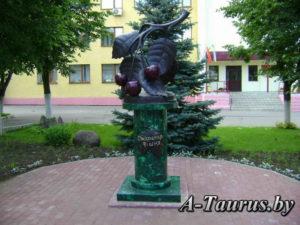 Скульптура вишня
