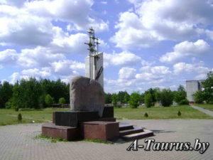 Скульптура в парке посёлка Дружный