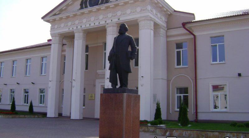 Памятник Карлу Марксу в Логойске