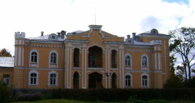 Главный фасад Прилукского дворца