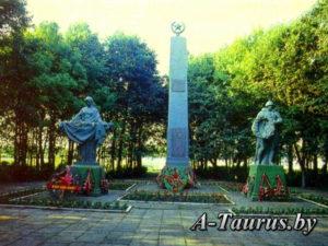 Памятник на братской могиле в парке Глубокое