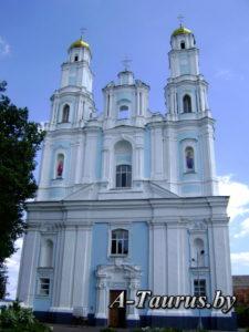Главный фасад собора Рождества Богородицы в Глубокое