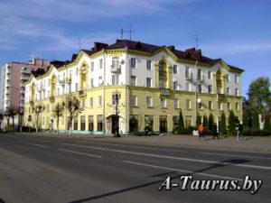 Здание расположенное на центральной площади в Борисове