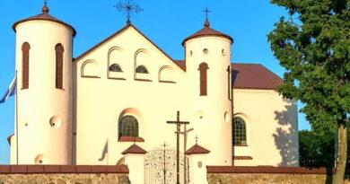 Костёл Иоанна Крестителя в агрогородке Камаи, главный вход